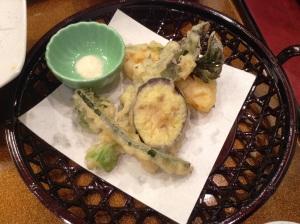地元の山菜の天ぷら。