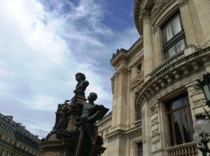 オペラ座と、雨上がりの空。